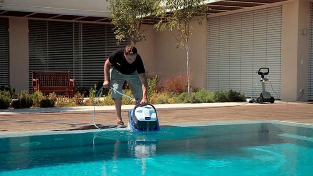 Dolphin s300 poseidon for Robot balayeuse piscine