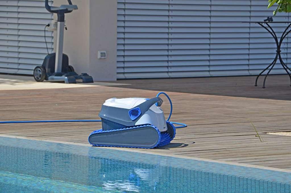 Balayeuse dolphin s300 nettoyage de piscine pos idon for Balayeuse automatique piscine