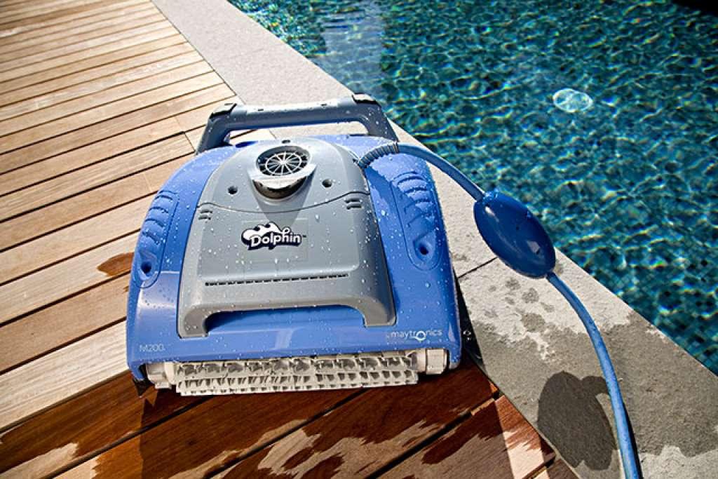 Balayeuse de piscine dolphin m 200 entretien de piscine for Balayeuse automatique piscine